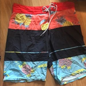 Men's 28 bilibong board shorts